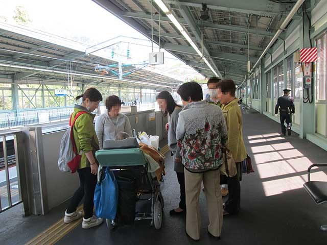 病院スタッフが新幹線ホームまで。【新幹線】