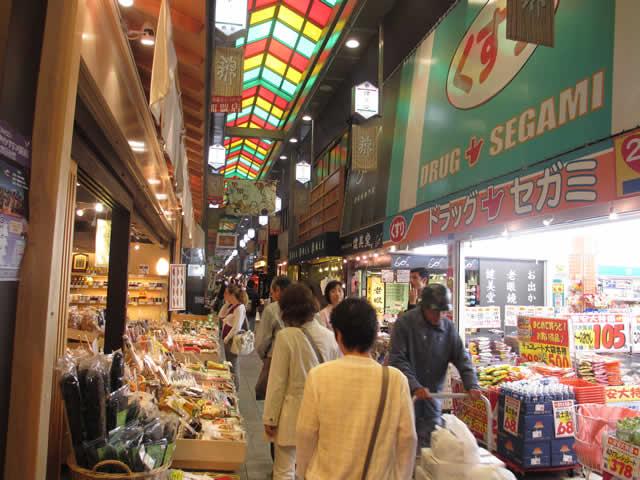 写真:錦市場の中の様子