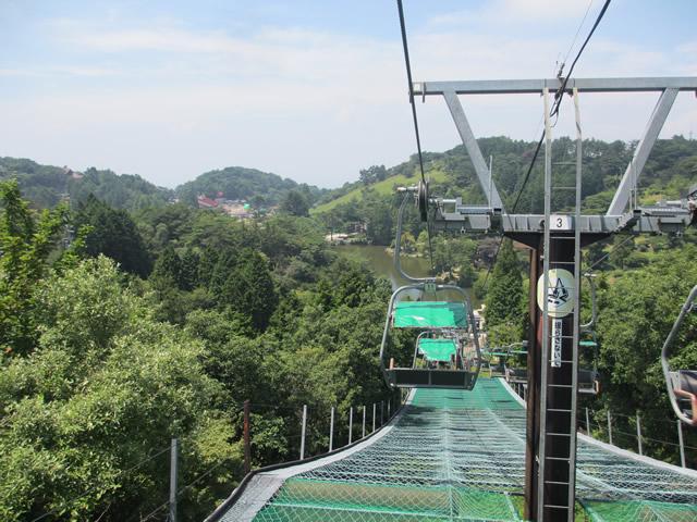 写真4:六甲山ガーデンテラスへ向かうリフト