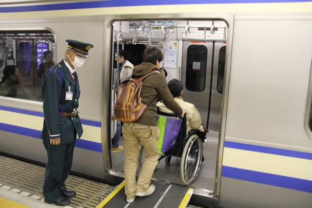 写真:新幹線