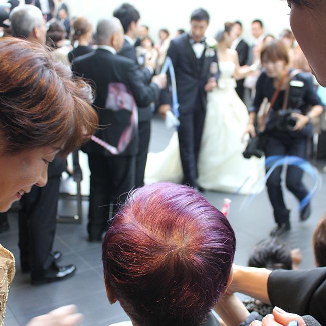 写真:お孫さんの結婚を祝うお母様