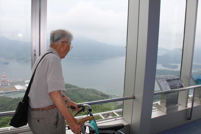 写真:タワーからの景色を楽しむお客さま