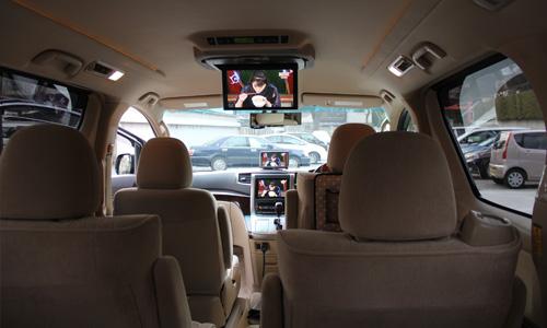 写真:車載DVDプレイヤー完備