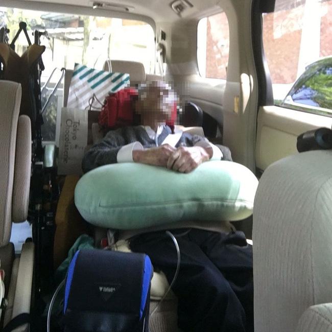 写真:車内でくつろがれるお客様