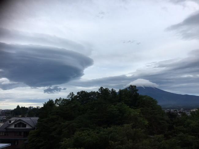 写真:少し姿を表した富士山