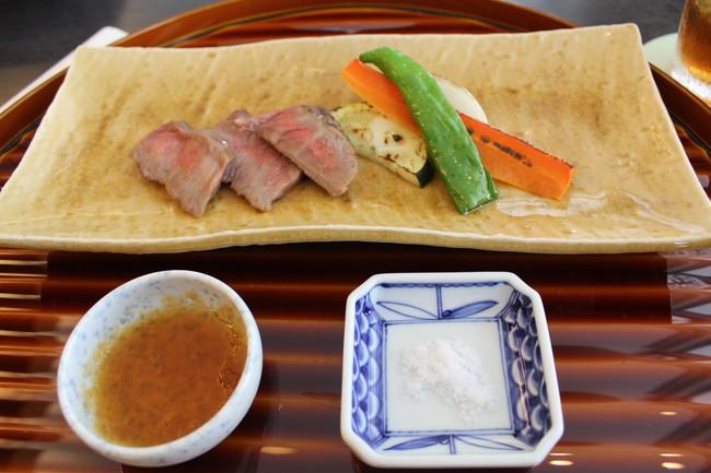 写真:淡路牛のステーキ