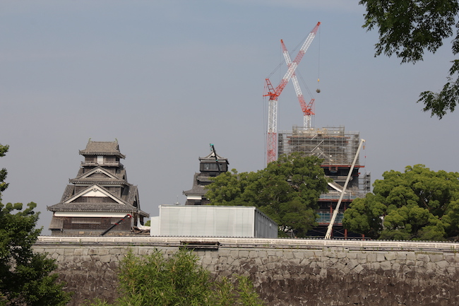 写真:修復中の熊本城遠景