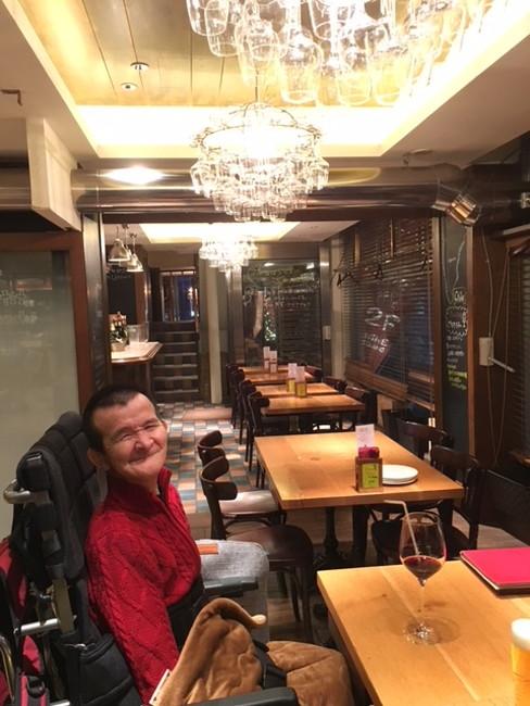写真:ワイン食堂で飲食