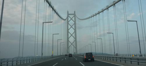 写真:明石大橋を運転中