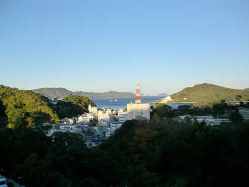 写真:高台から伊勢を見渡す