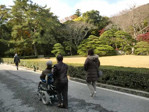 写真:伊勢神宮を車椅子でゆったり動く