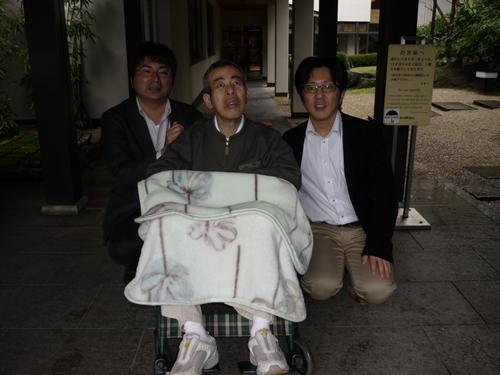 写真:お客さんとエスコートヘルパーで記念撮影。
