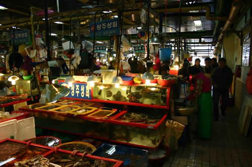 写真:チャガルチ市場の雰囲気