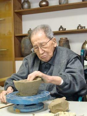 写真:久しぶりの陶芸を楽しむお客様