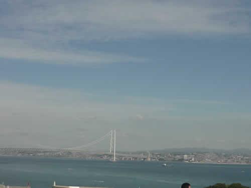 写真:淡路島から神戸を眺める