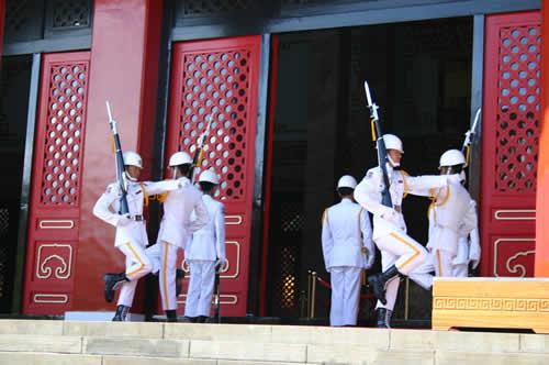 写真:忠烈祠の衛兵交代