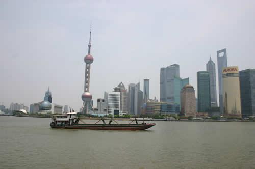 写真:上海の街並みを眺める
