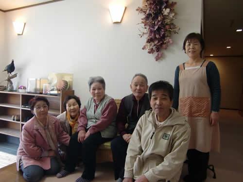 写真:民宿ちかつゆで親族が集まる