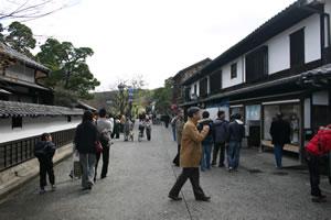 写真:観光客がたくさんいる倉敷